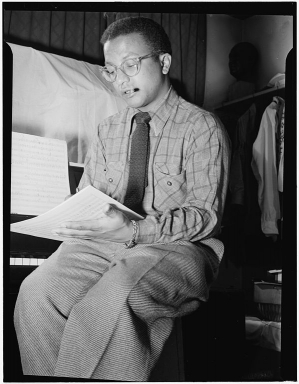Billy_Strayhorn,_New_York,_N.Y.,_between_1946_and_1948_(William_P._Gottlieb_08211).jpg